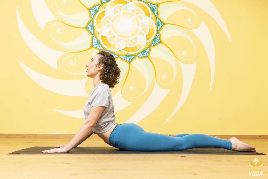 Yogalehrerin Isabella Röhm in Bhujangasana